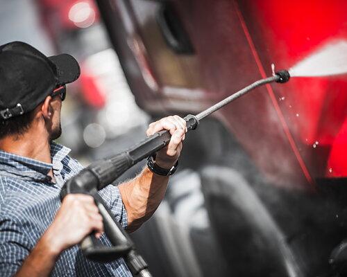 Dags att tvätta fordon & traktorer efter sommarenns skördar! Hitta massor med bra högtryckstvättar