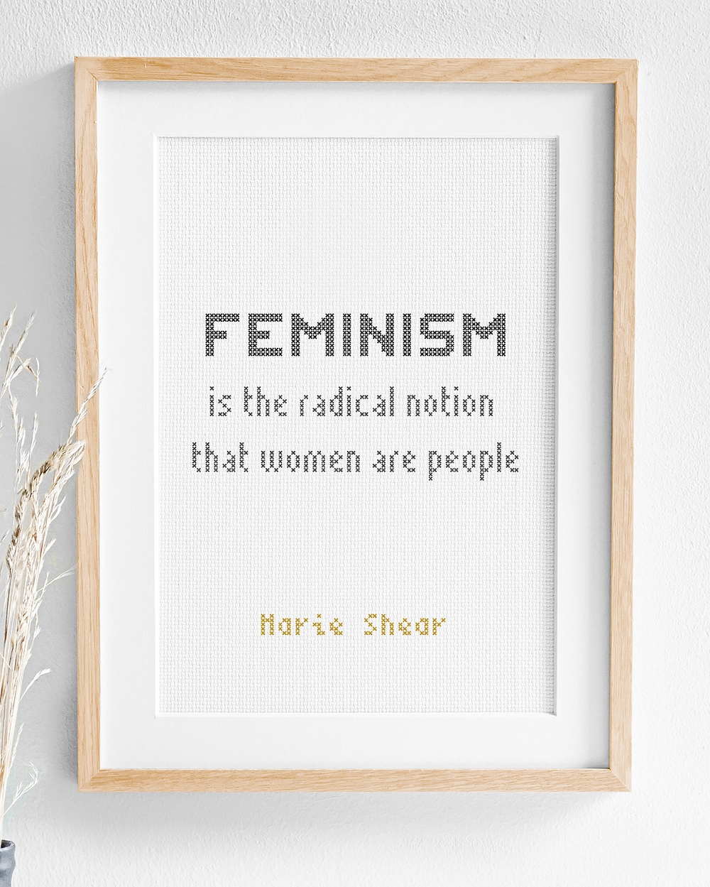 Broderi med texten Feminism is the radical notion that women are people
