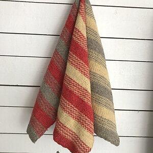 Sticka en handduk i lingarnet Linea  Vid köp av minst två härvor skickar vi med mönster till handdukarna. Gäller t o m 31/5