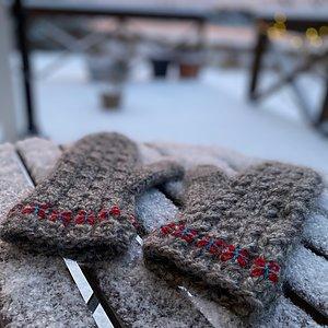 NYHET! Vintertid New - ny variant av vantarna Vintertid Stick-kit med garn och mönster