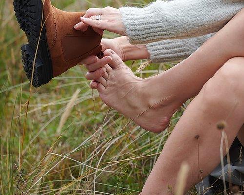 På med strumpor och skor!