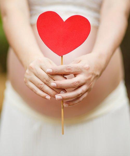 Hudvård för gravida Vad din hud (och bebis) behöver & mår bra av