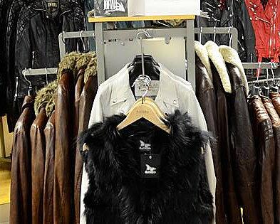 Välfylld butik för shoppingen 300 kvadratmeter butik