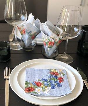 Sommarkrans Finns i vit och blå Lunch och kaffe