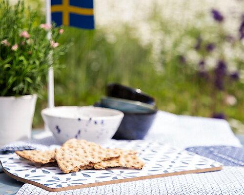 Swedish table setting Buy table linen >>
