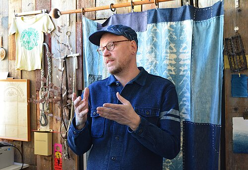 Jeansverket x Dyeforindigo Read about our visit at Studio Dye for Indigo!
